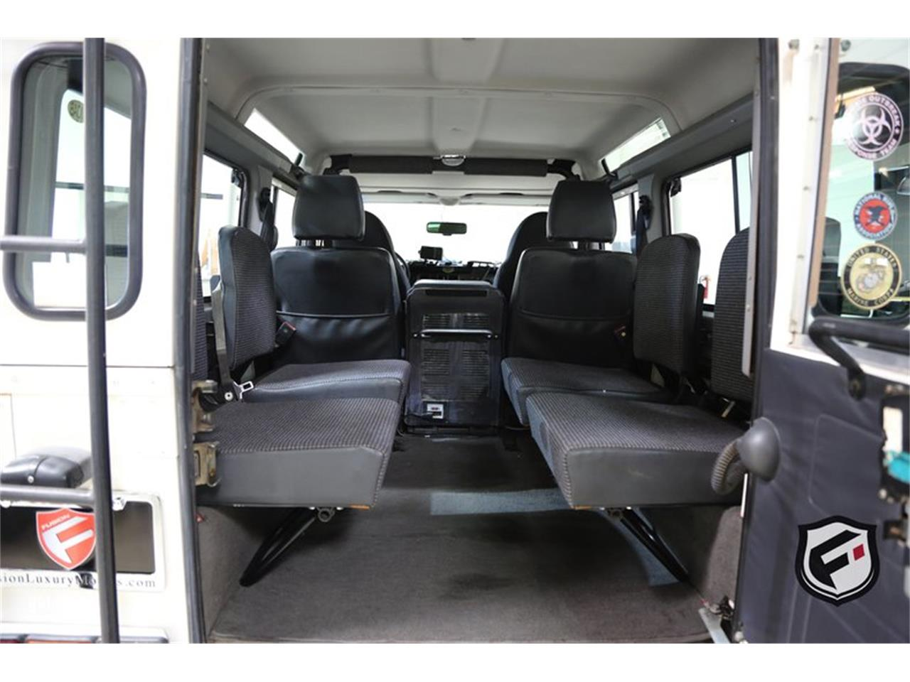 Large Picture of '93 Land Rover Defender located in California - LGT5