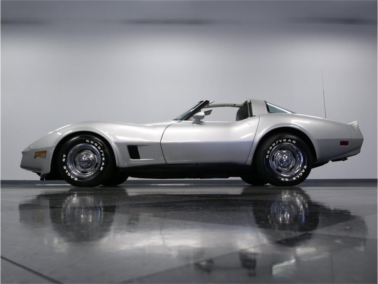 Large Picture of '82 Corvette - LGV9