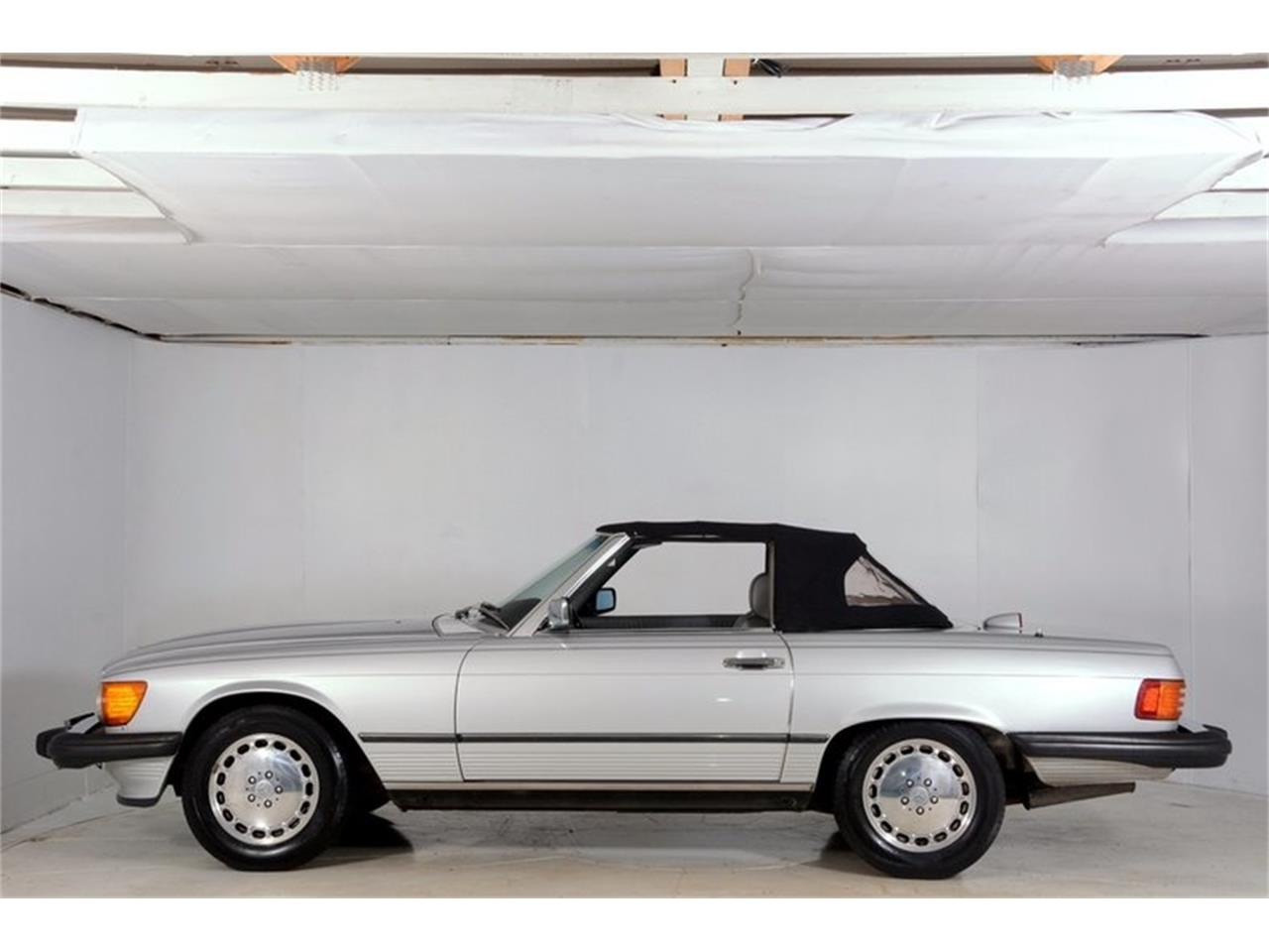 Large Picture of '86 560SL Offered by Volo Auto Museum - LGVM