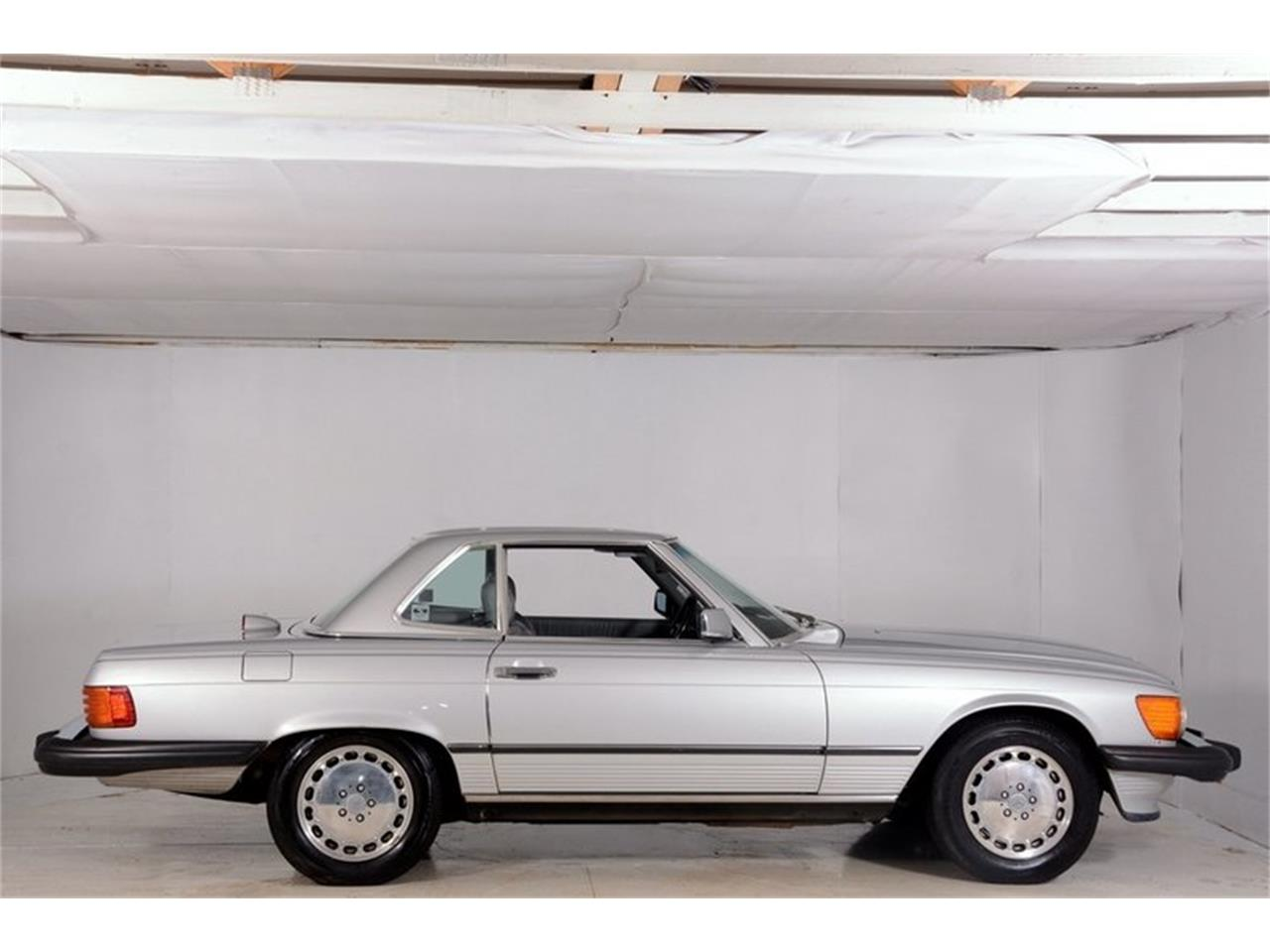 Large Picture of '86 560SL located in Illinois Offered by Volo Auto Museum - LGVM