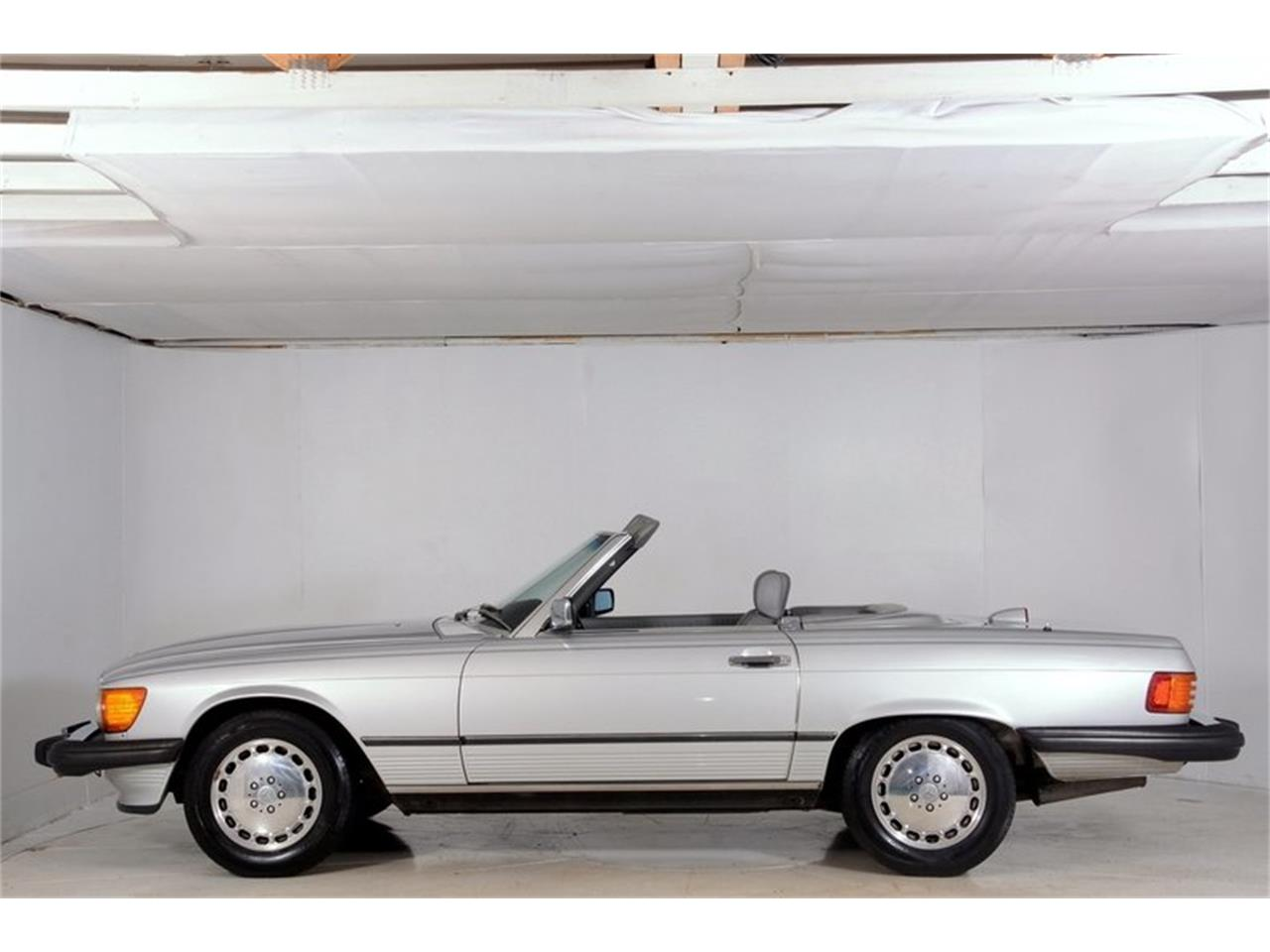 Large Picture of '86 Mercedes-Benz 560SL - $16,998.00 Offered by Volo Auto Museum - LGVM