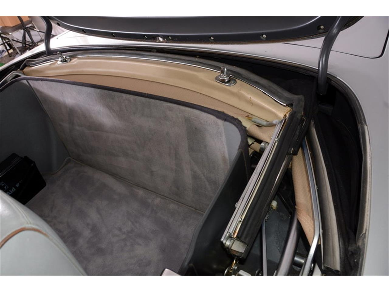 Large Picture of '86 Mercedes-Benz 560SL Offered by Volo Auto Museum - LGVM