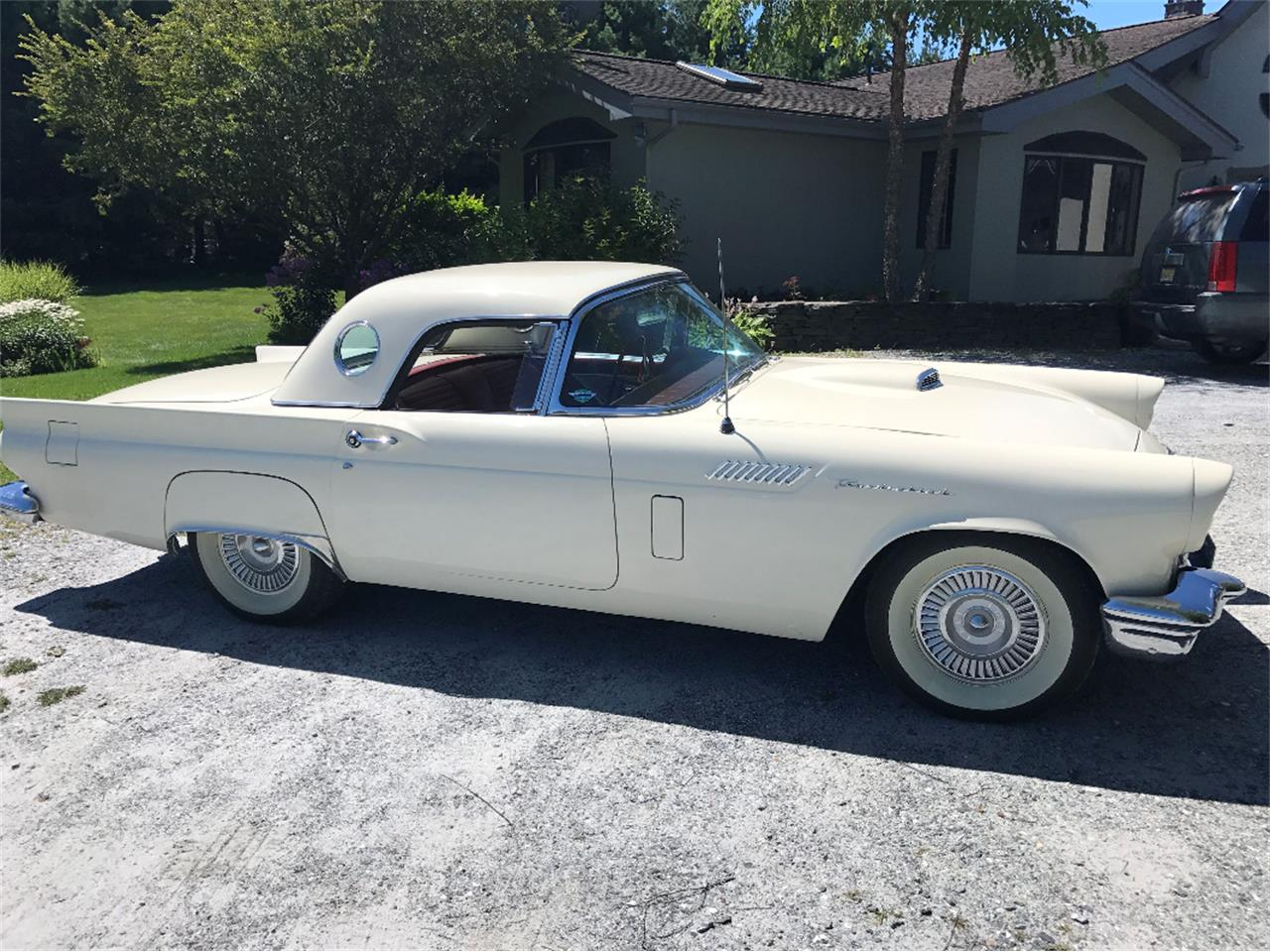 Large Picture of '57 Thunderbird - LGZH