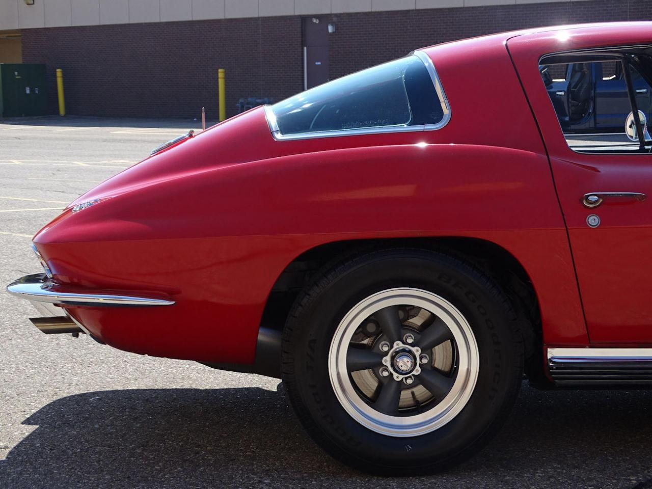 Large Picture of Classic '66 Corvette located in Dearborn Michigan Offered by Gateway Classic Cars - Detroit - LH96