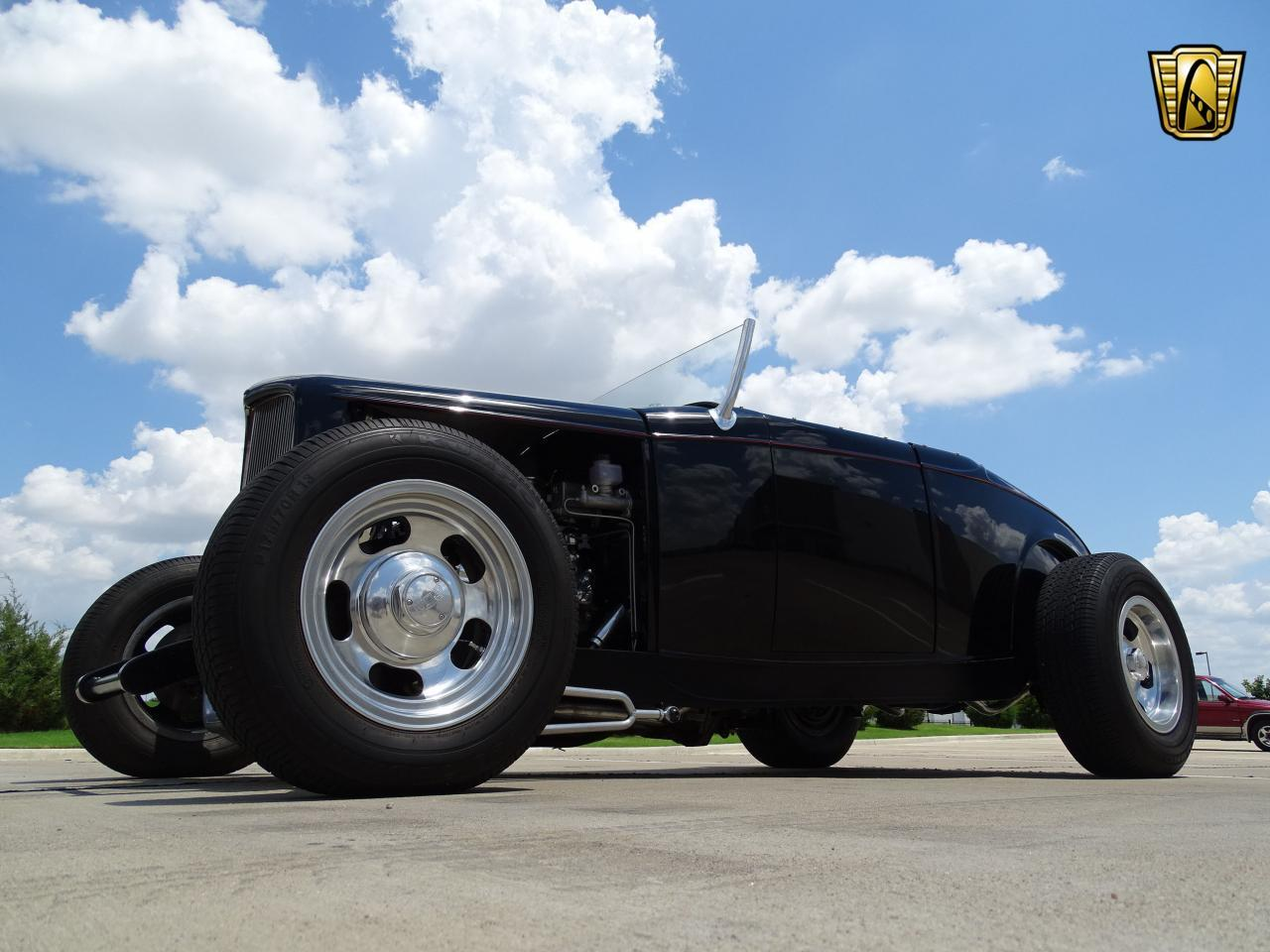 Large Picture of Classic '32 Ford Roadster located in DFW Airport Texas - LH9C