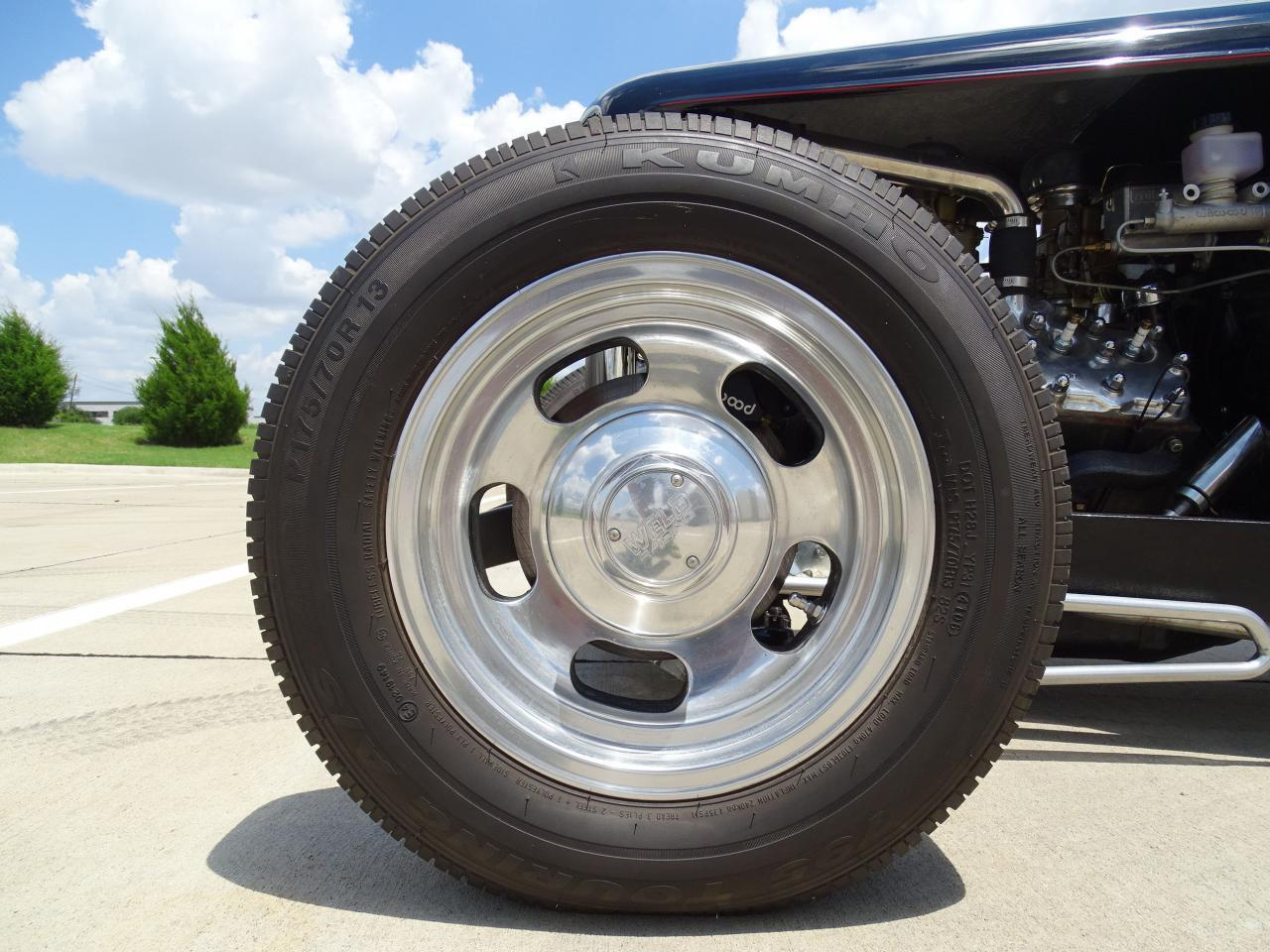 Large Picture of 1932 Ford Roadster located in DFW Airport Texas - LH9C