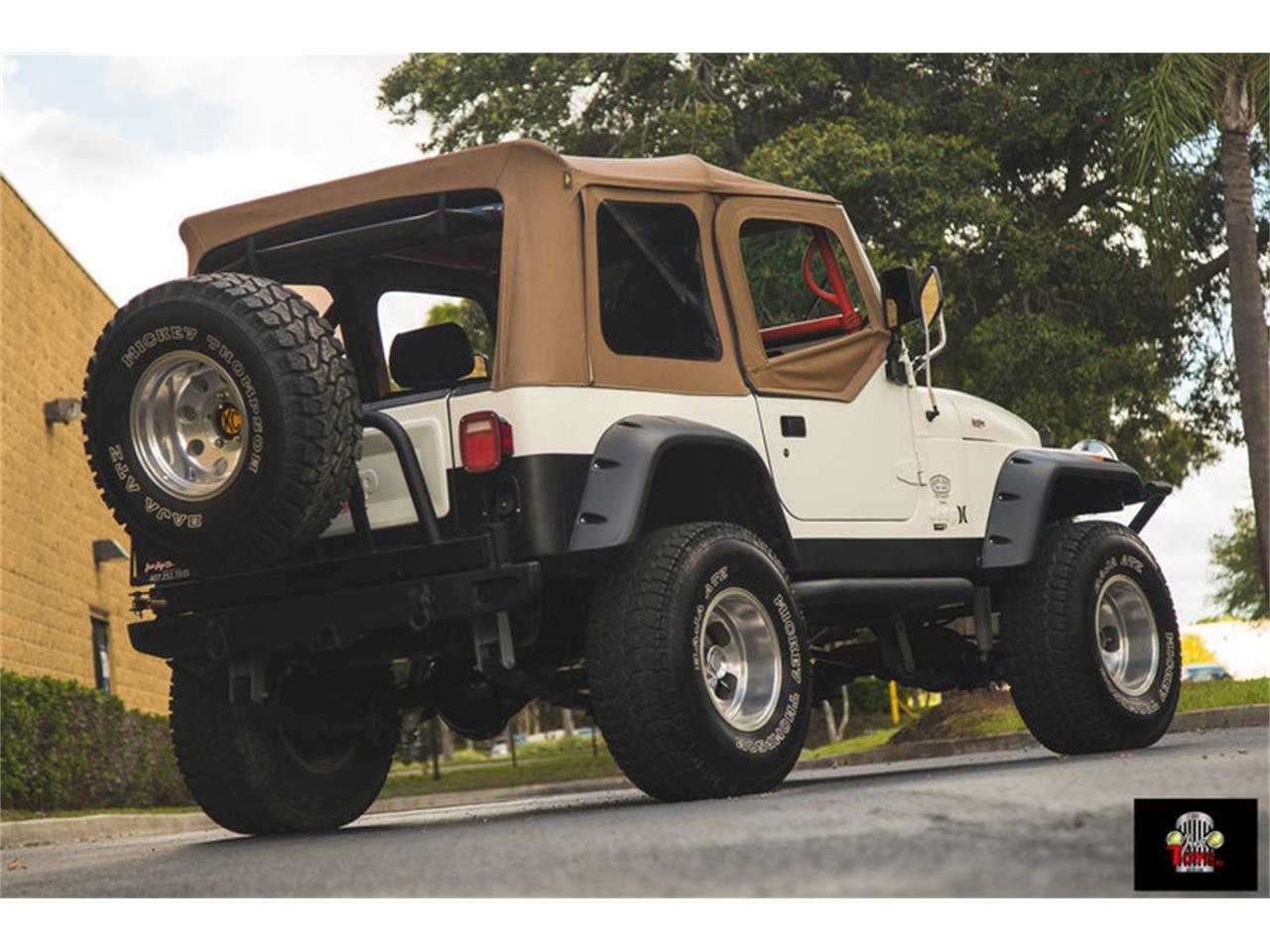 Large Picture of '83 Jeep Wrangler - $11,995.00 - LHC9