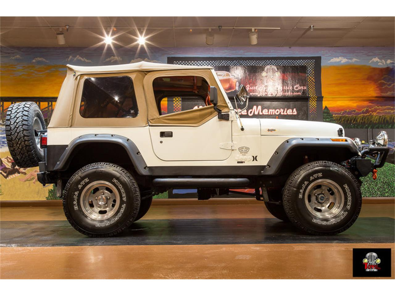 Large Picture of '83 Jeep Wrangler located in Orlando Florida - LHC9