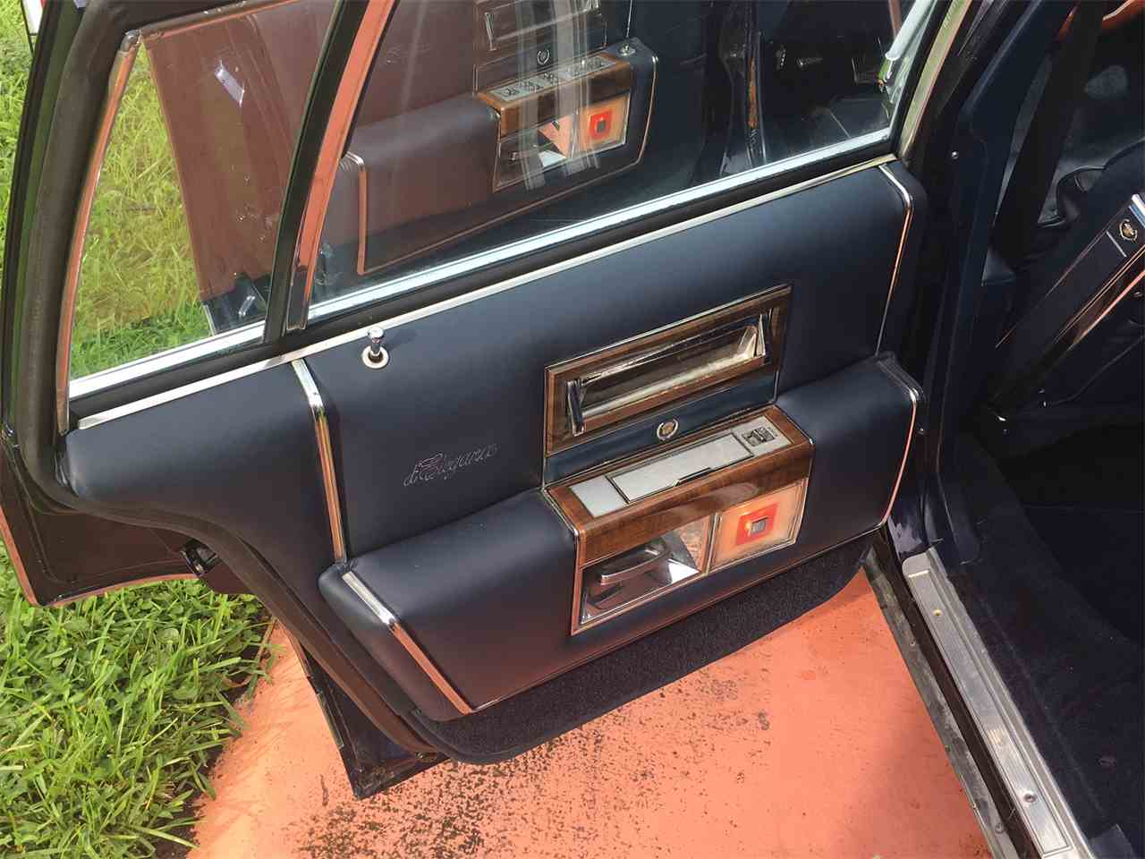 Large Picture of '88 Fleetwood Brougham - LHFA