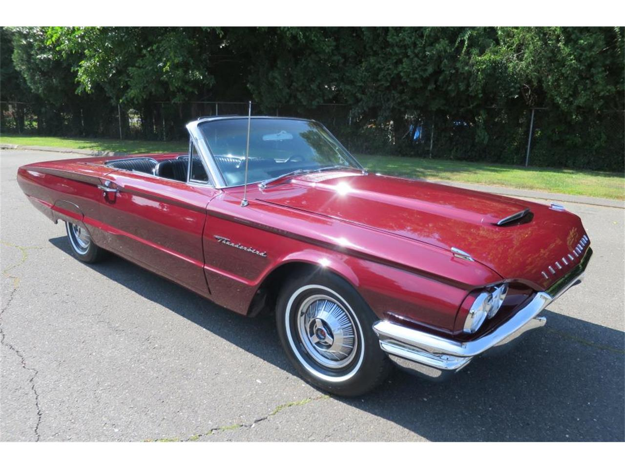 Large Picture of Classic 1964 Ford Thunderbird located in Milford City Connecticut - LHHL