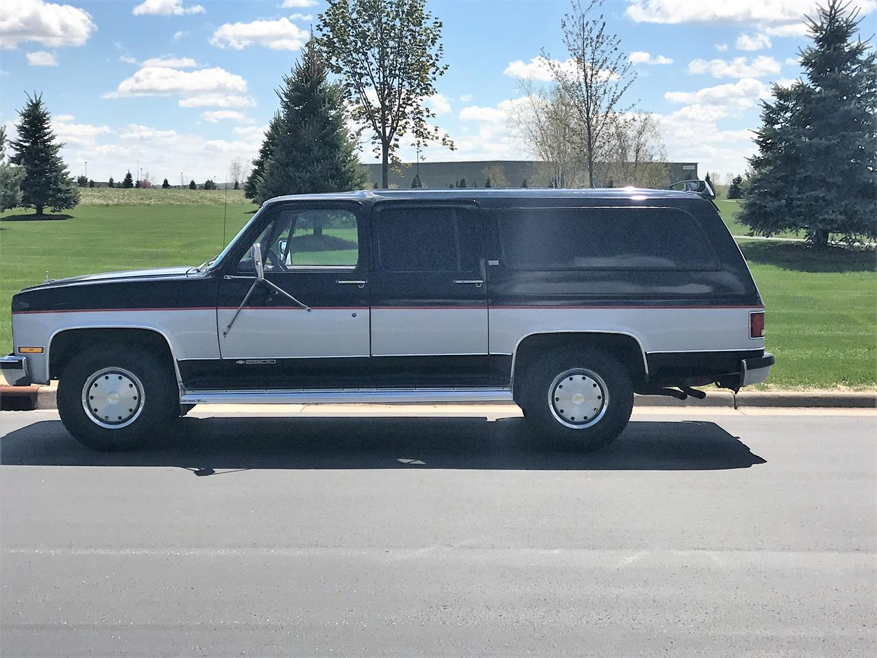 Large Picture of 1989 Chevrolet Suburban located in Wisconsin Offered by a Private Seller - LHN1