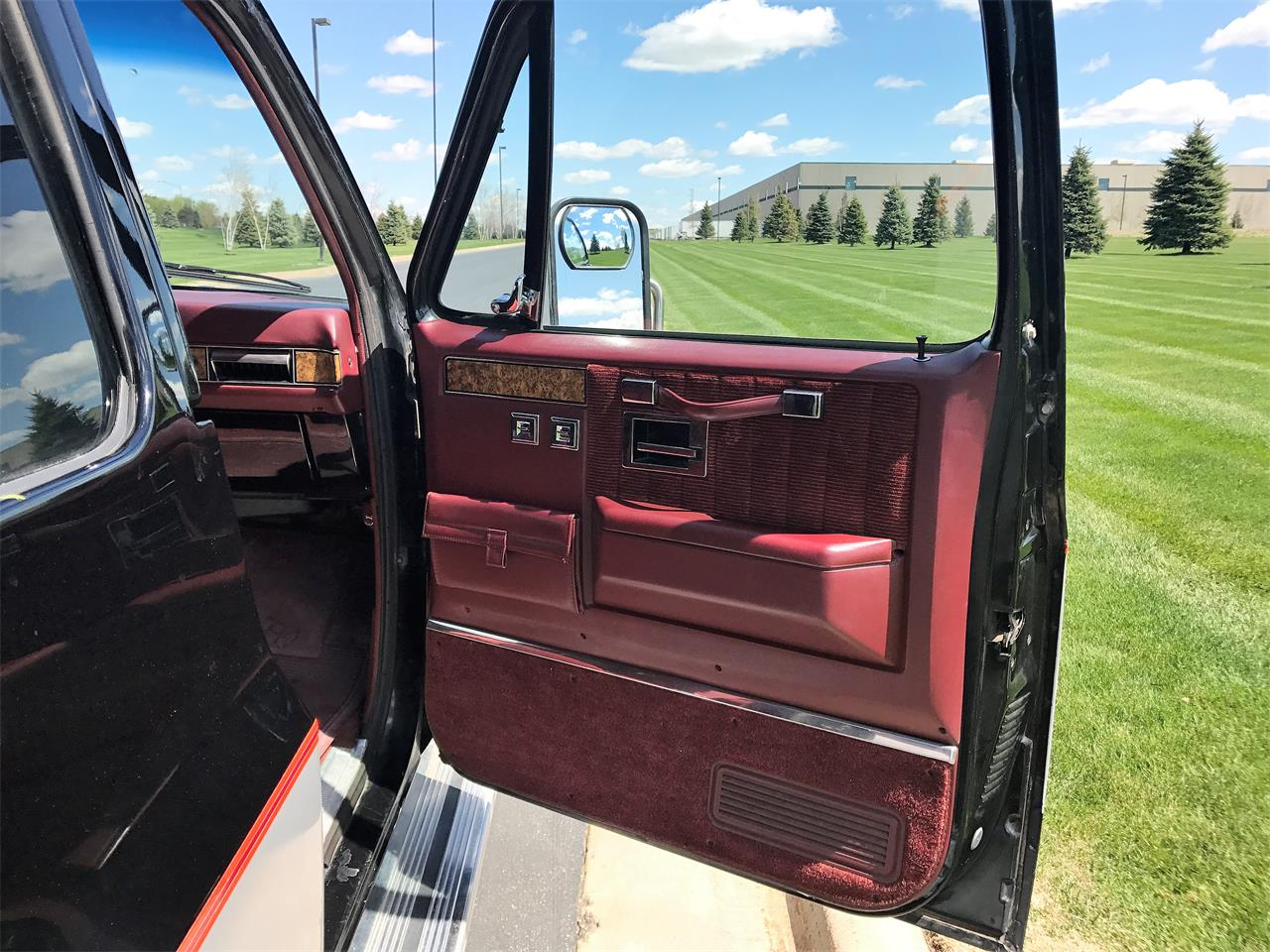 Large Picture of '89 Suburban located in Wisconsin - $8,500.00 - LHN1