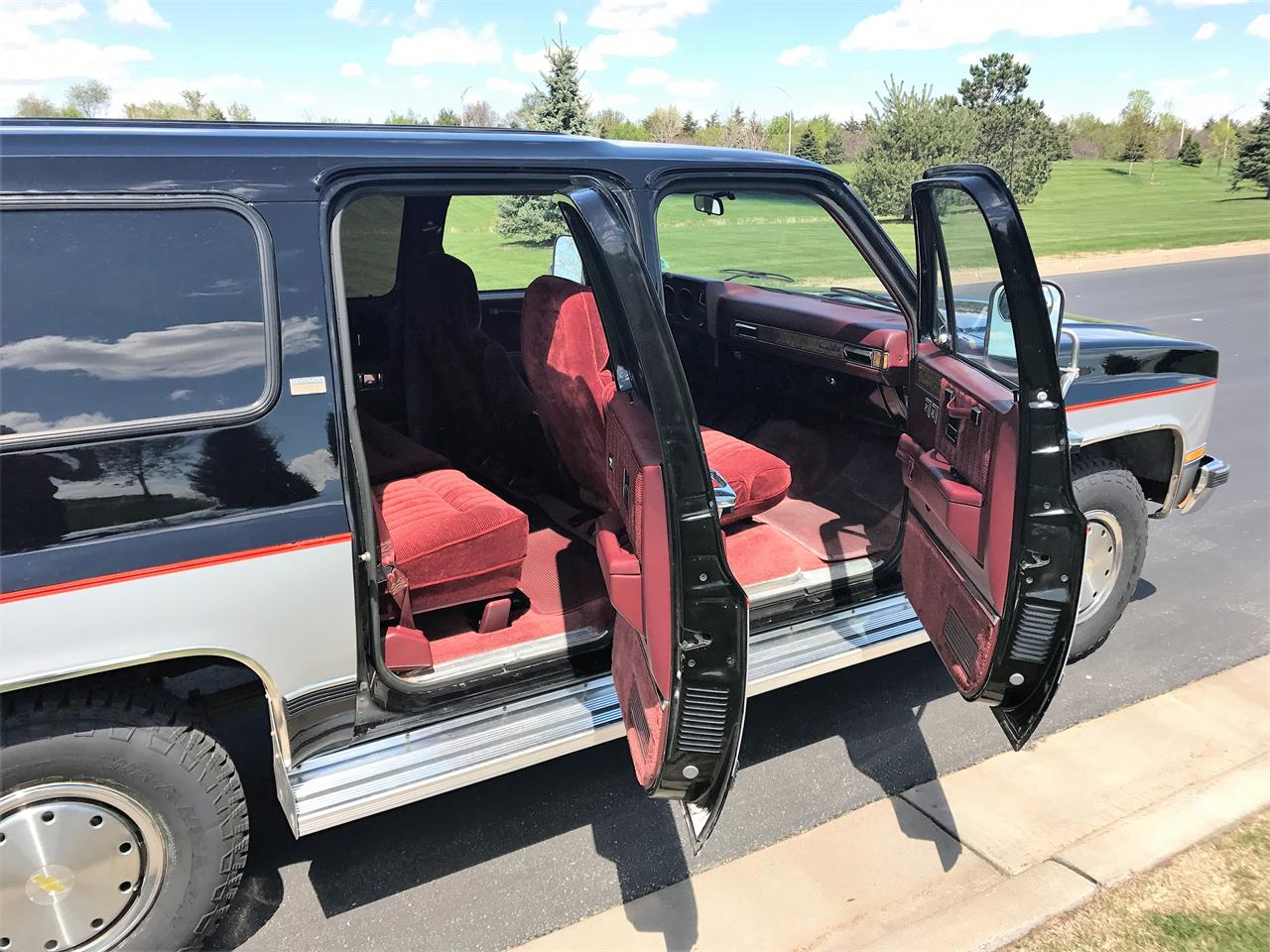 Large Picture of 1989 Suburban located in Hudson Wisconsin - $8,500.00 - LHN1