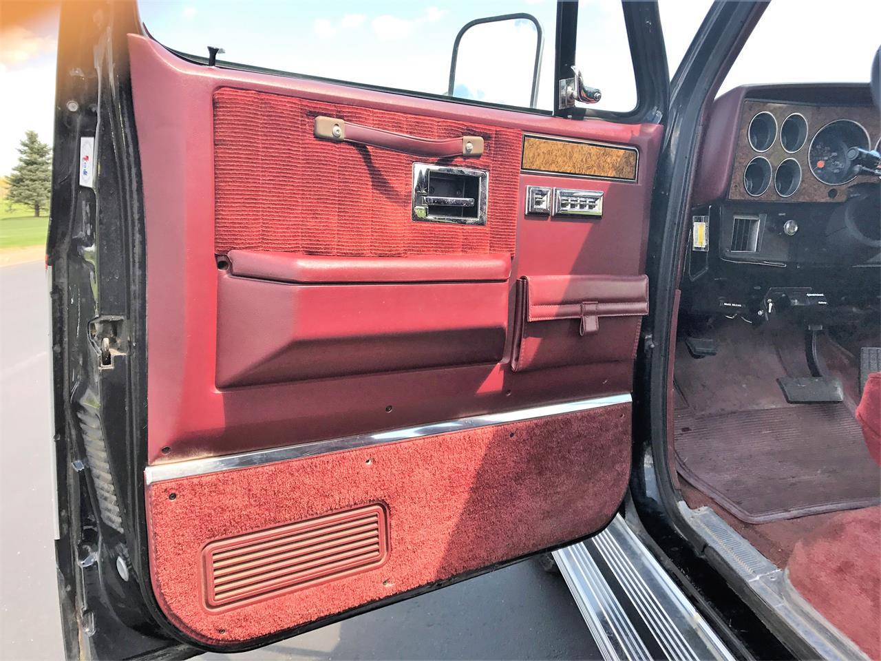 Large Picture of '89 Suburban - $8,500.00 Offered by a Private Seller - LHN1
