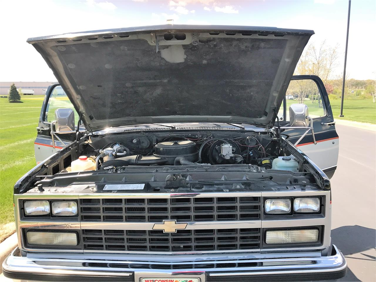 Large Picture of 1989 Chevrolet Suburban located in Wisconsin - $8,500.00 Offered by a Private Seller - LHN1