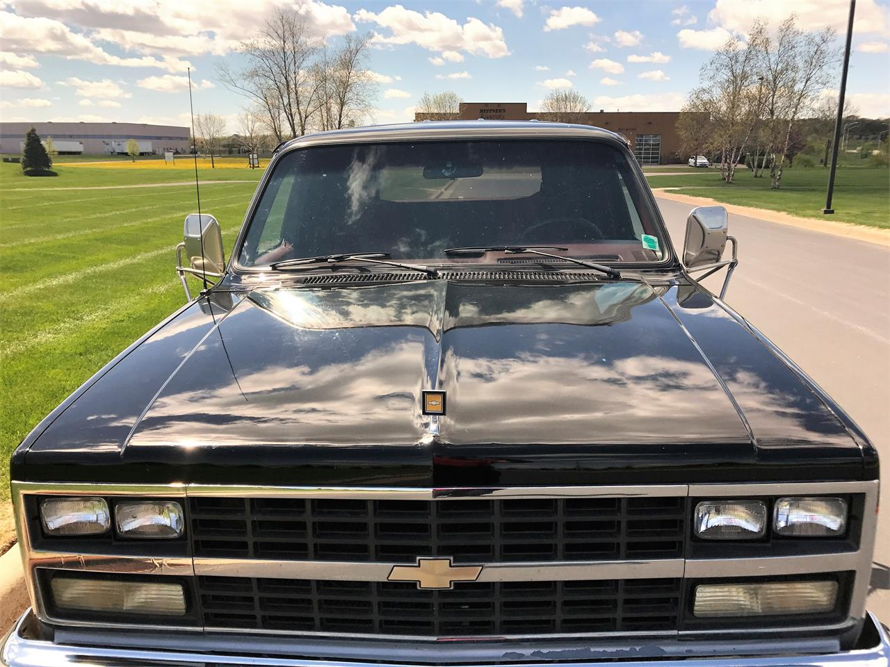 Large Picture of 1989 Suburban located in Wisconsin Offered by a Private Seller - LHN1
