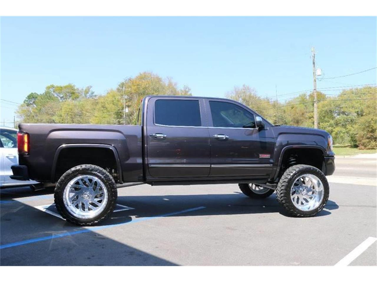 Large Picture of 2016 Sierra located in Biloxi Mississippi - LHZQ