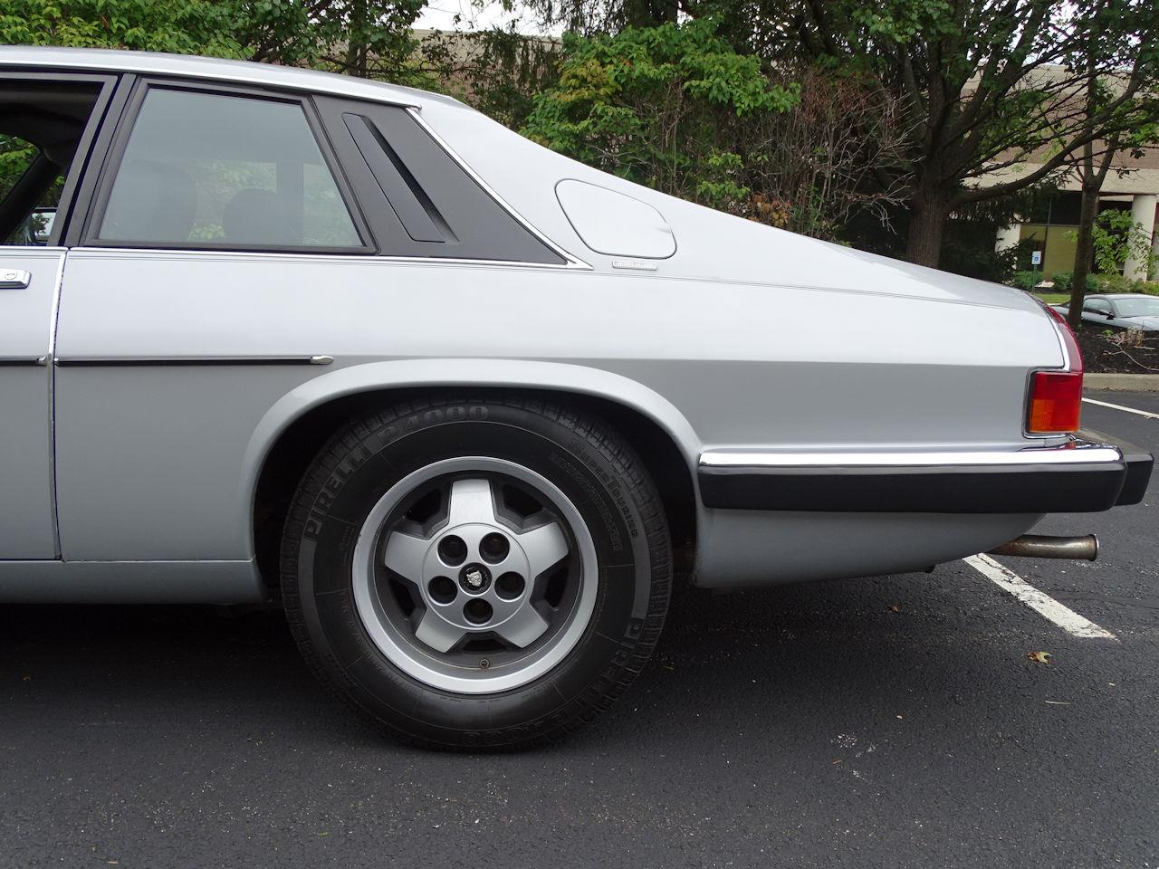 Large Picture of 1982 XJ located in West Deptford New Jersey - LI4S