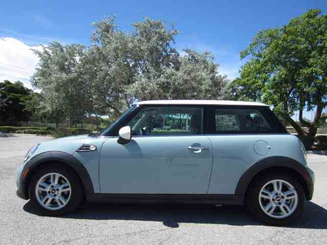 Picture of '12 MINI Cooper located in Florida - LJ9G