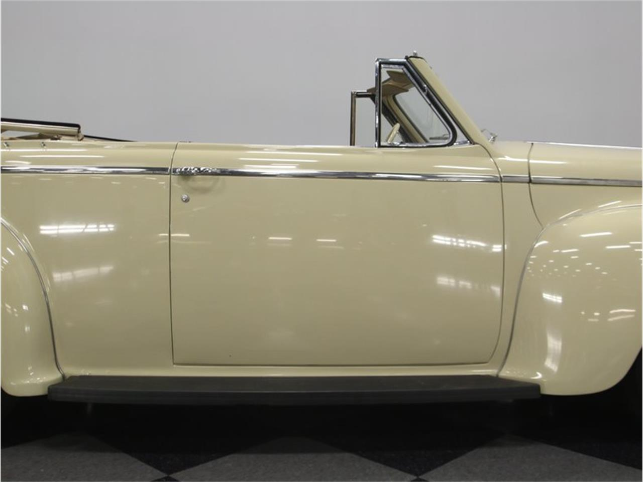 Large Picture of Classic '41 Luxury Liner - $49,995.00 Offered by Streetside Classics - Nashville - LKP6