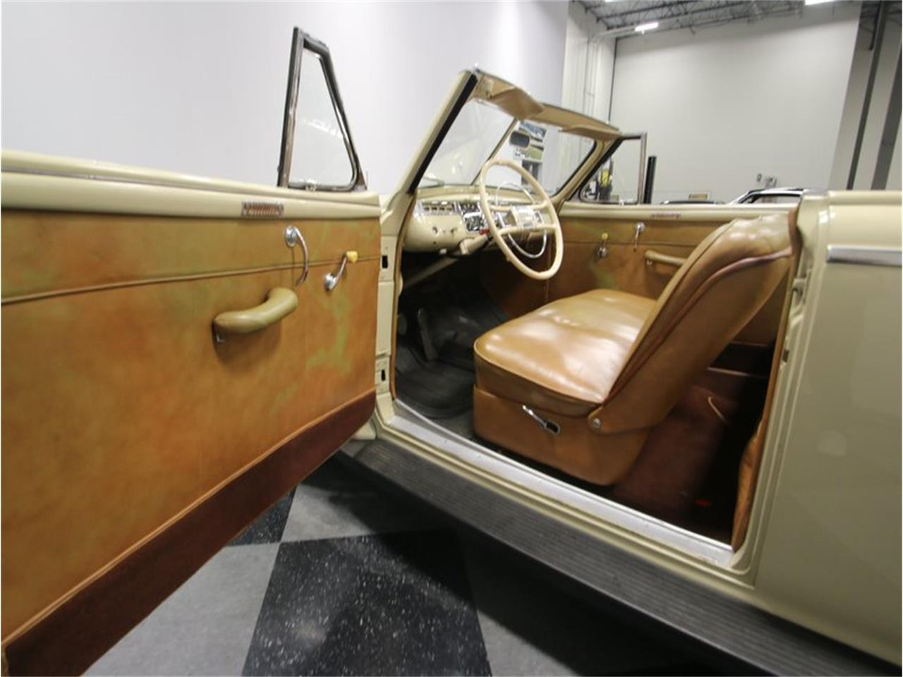 Large Picture of Classic 1941 Dodge Luxury Liner Offered by Streetside Classics - Nashville - LKP6