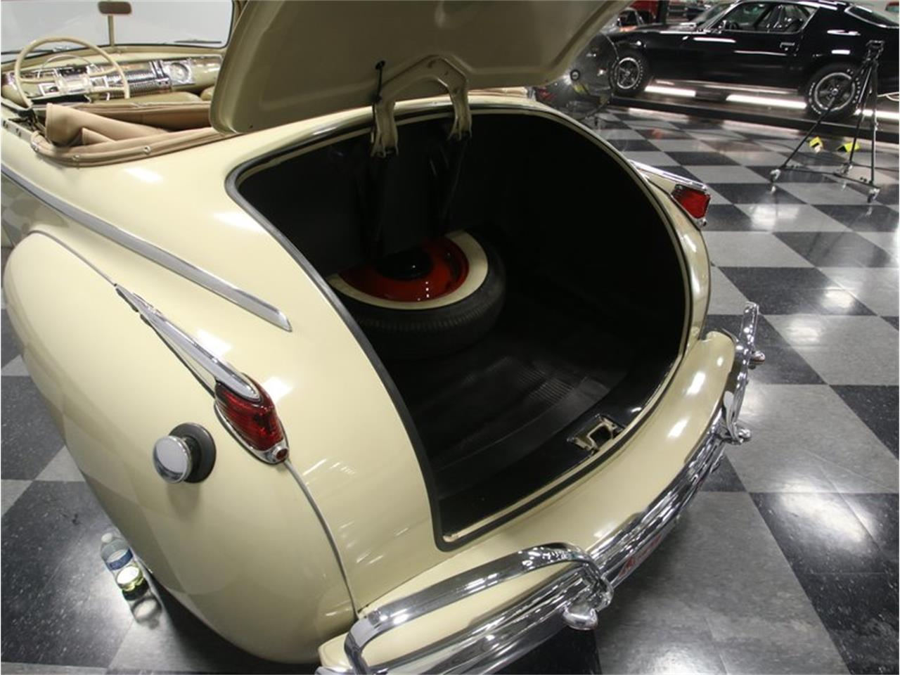 Large Picture of Classic '41 Luxury Liner located in Tennessee Offered by Streetside Classics - Nashville - LKP6