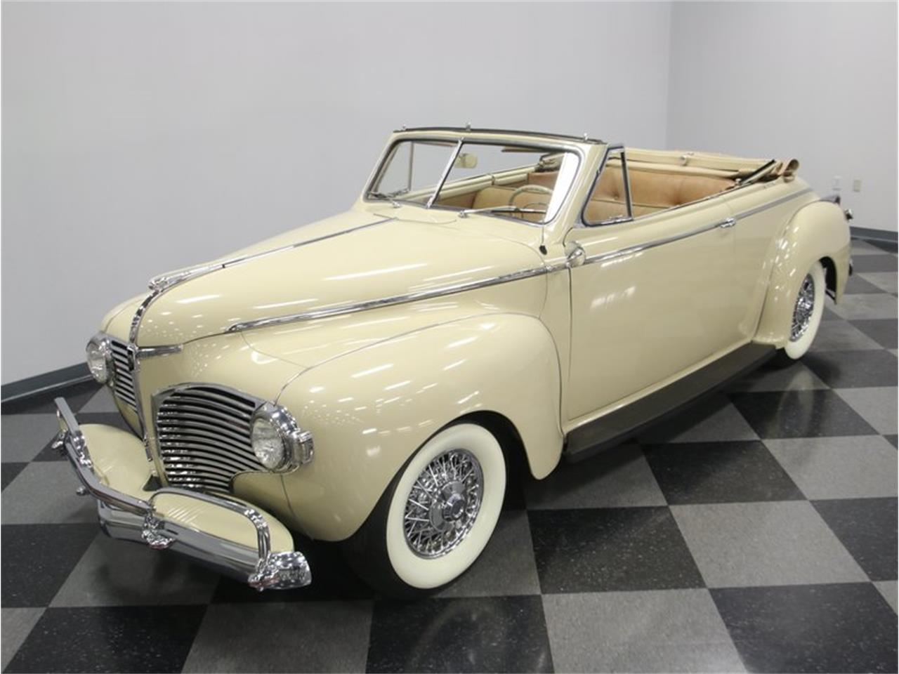 Large Picture of Classic '41 Dodge Luxury Liner Offered by Streetside Classics - Nashville - LKP6