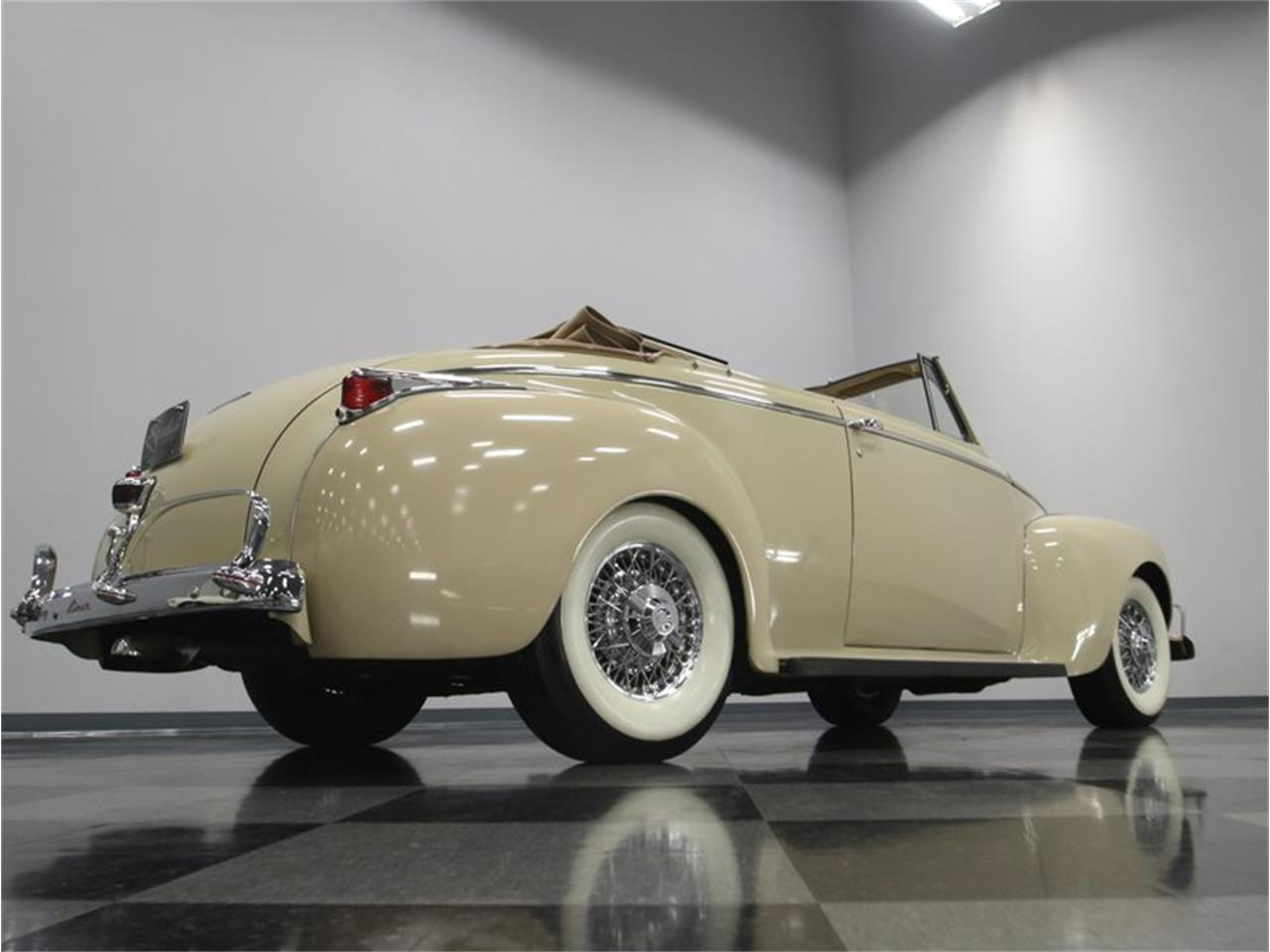 Large Picture of '41 Dodge Luxury Liner located in Tennessee - $49,995.00 Offered by Streetside Classics - Nashville - LKP6