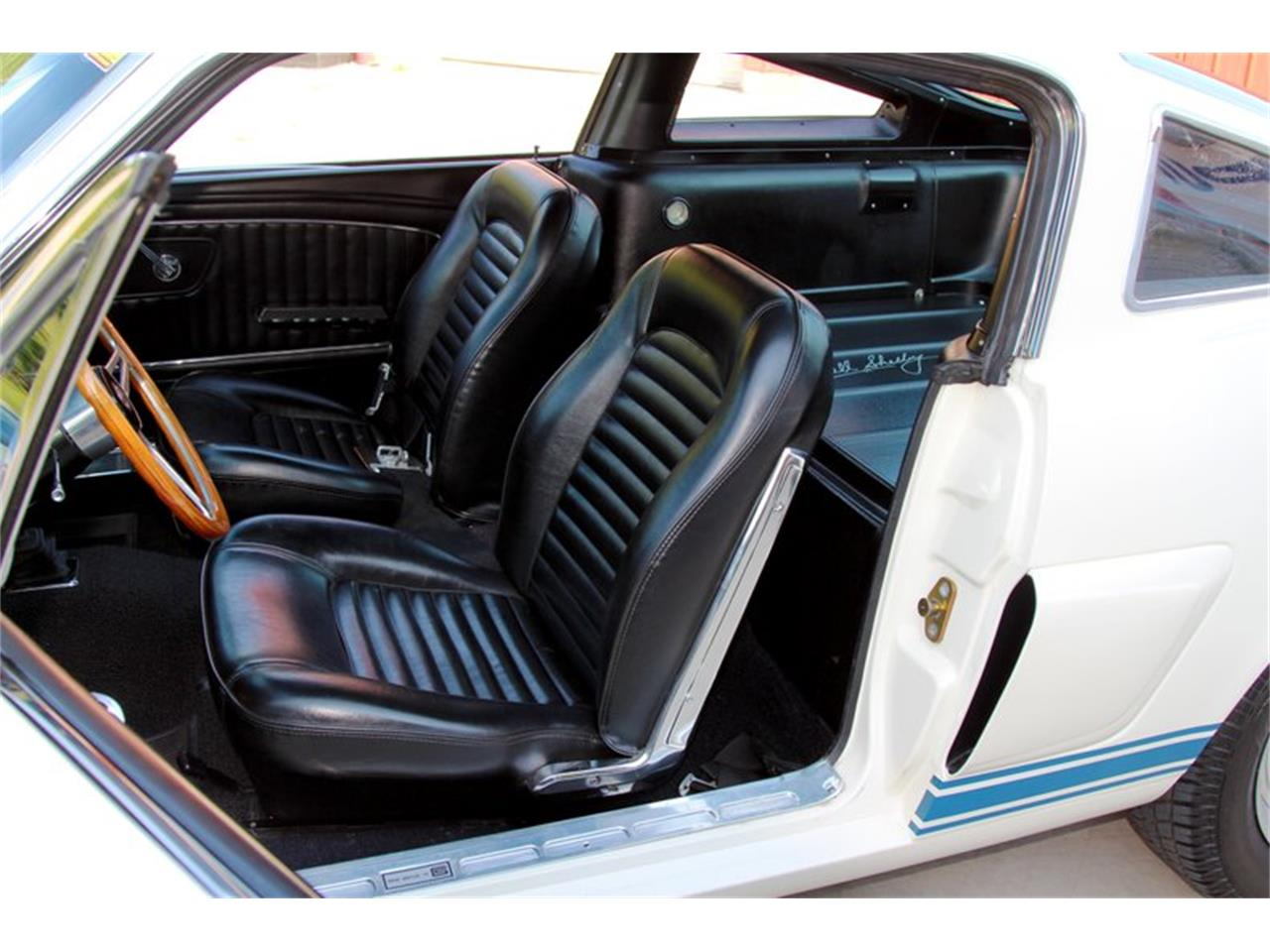 Large Picture of Classic 1965 Ford Mustang - LLLW