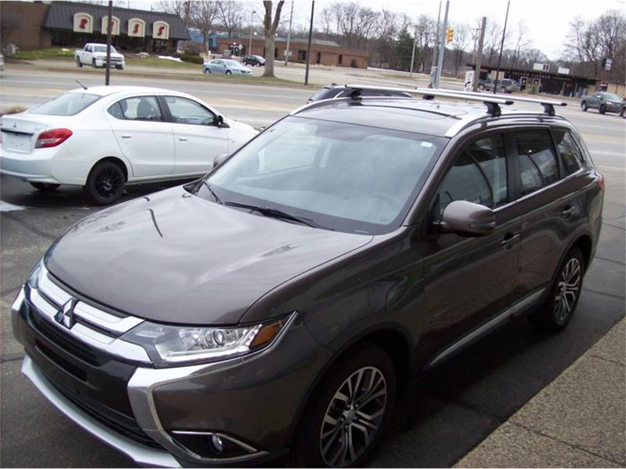 Large Picture of '17 Outlander located in Michigan - $25,249.00 - LG8N