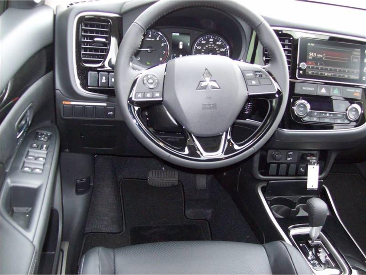 Large Picture of 2017 Mitsubishi Outlander located in Michigan Offered by Verhage Mitsubishi - LG8N