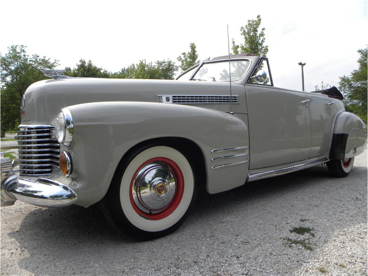 Large Picture of Classic '41 Cadillac Series 41-62 Convertible Sedan located in Illinois Offered by Volo Auto Museum - LGAA