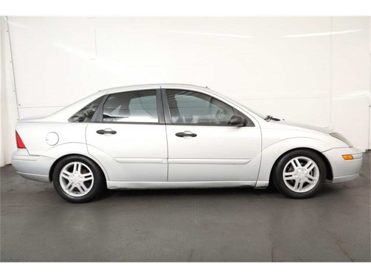 Large Picture of '03 Ford Focus - $4,995.00 Offered by Carson Cars - LMHH