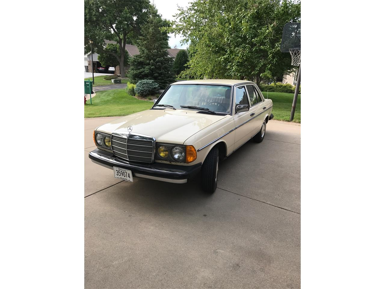 Large Picture of '83 Mercedes-Benz 240D located in Minnesota - $6,500.00 Offered by a Private Seller - LMLW