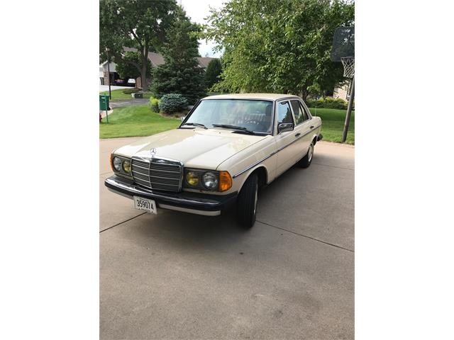 Picture of 1983 Mercedes-Benz 240D located in Minnesota Offered by a Private Seller - LMLW