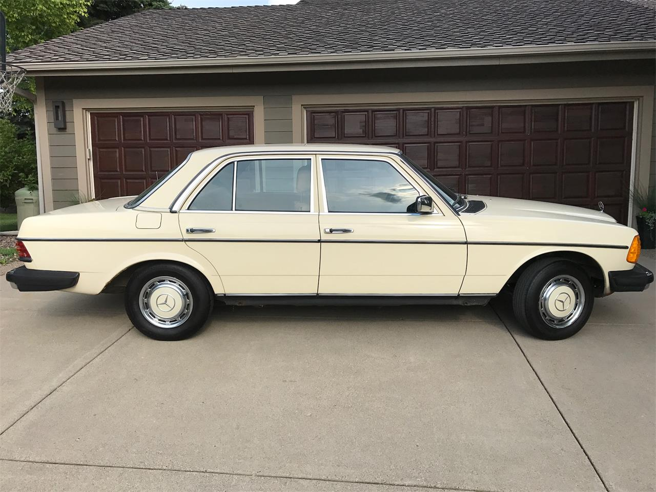 Large Picture of '83 Mercedes-Benz 240D located in Minnesota - $6,500.00 - LMLW