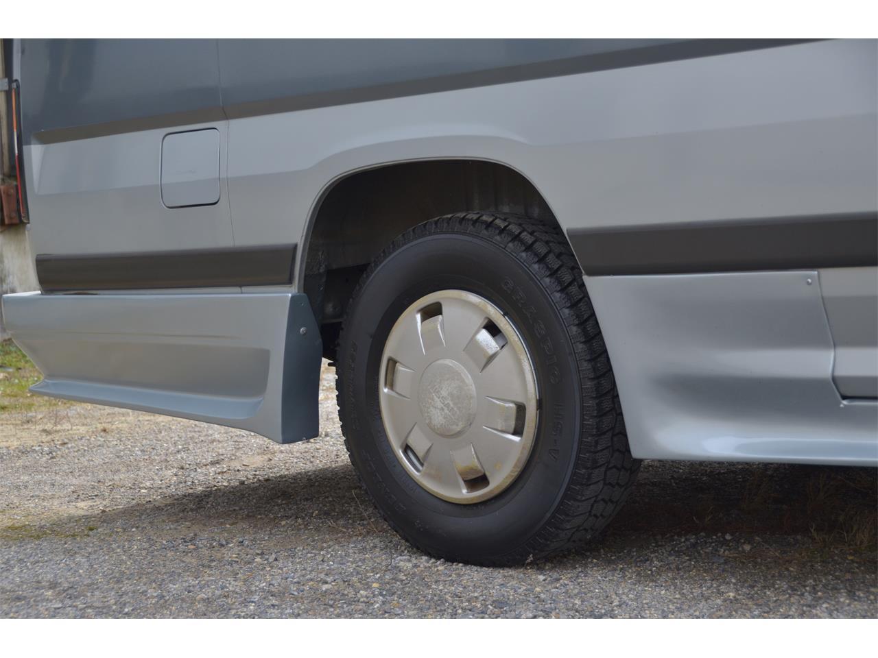 Large Picture of '90 Nissan Caravan located in Virginia - $17,900.00 - LN58