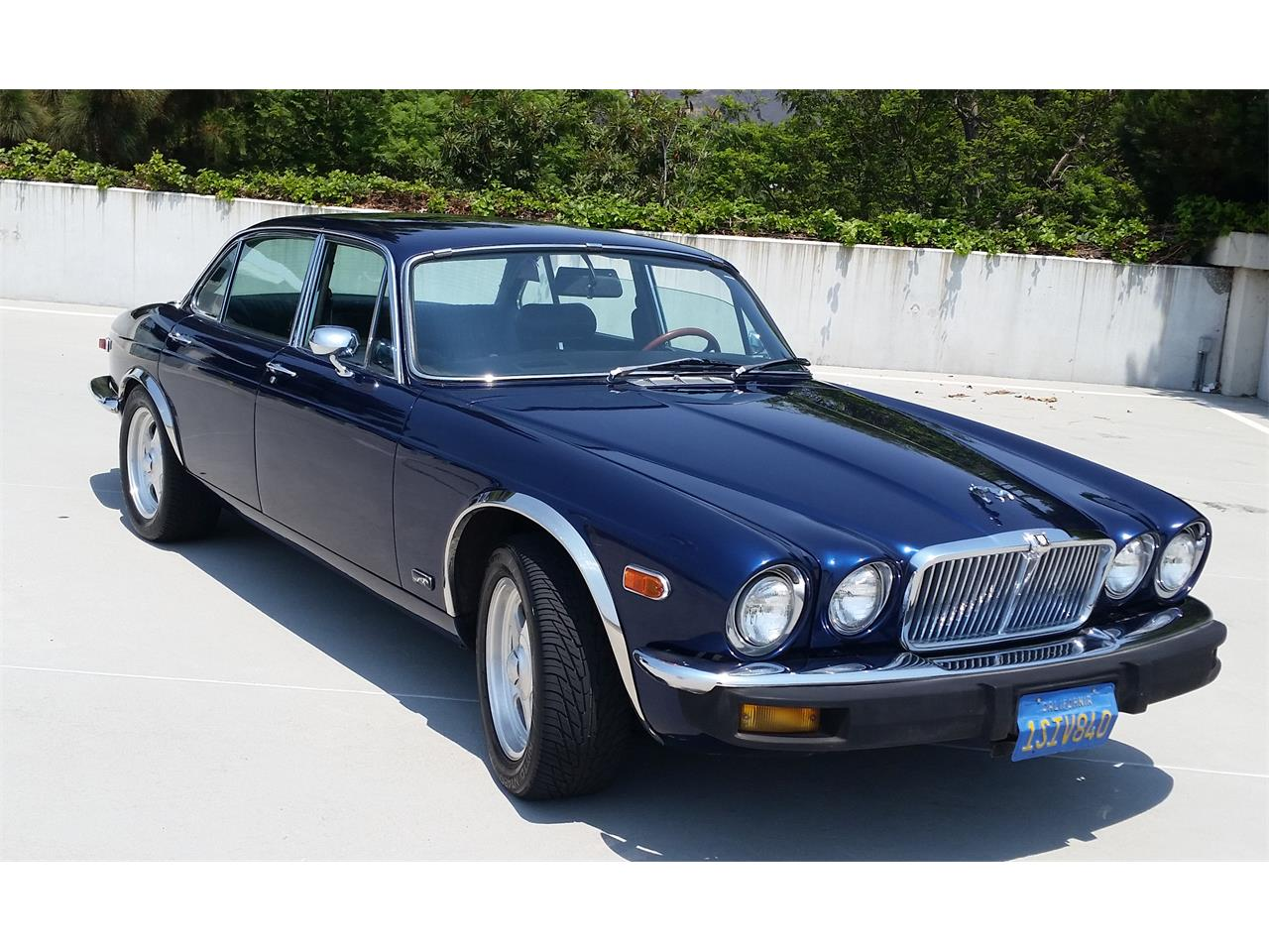 Large Picture of '76 XJ6L - LP4W