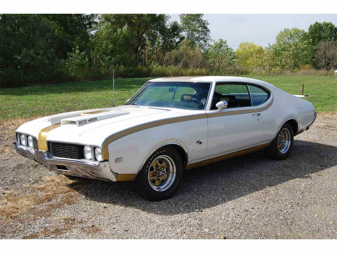 Large Picture of '69 Oldsmobile Cutlass located in Illinois Offered by Uftring Auto Group - LQ3H