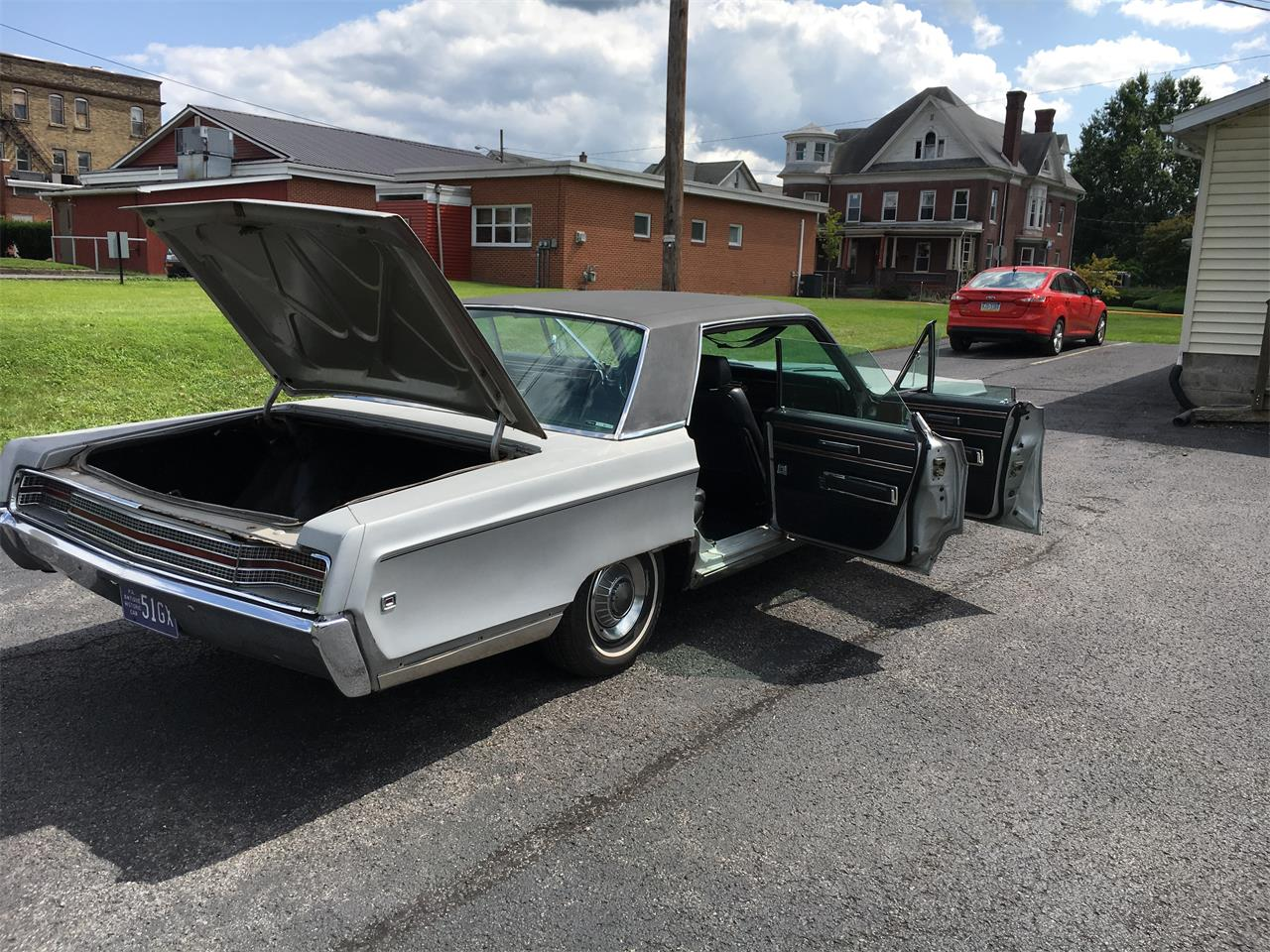 Large Picture of '68 New Yorker - LQ8Y
