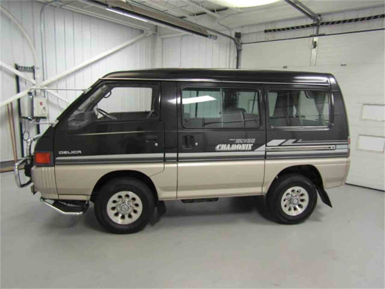 Large Picture of '89 Mitsubishi Delica located in Christiansburg Virginia Offered by Duncan Imports & Classic Cars - LRIN
