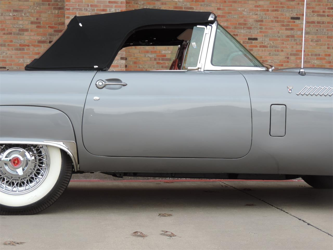 Large Picture of '56 Thunderbird - LRQY