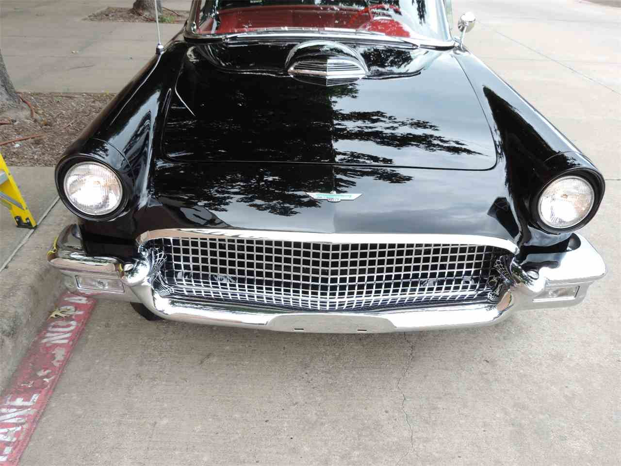 Large Picture of Classic '57 Ford Thunderbird Auction Vehicle Offered by Amos Minter's Thunderbirds - LRR3