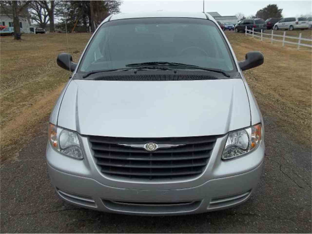 Large Picture of '06 Town & Country - LRZ8