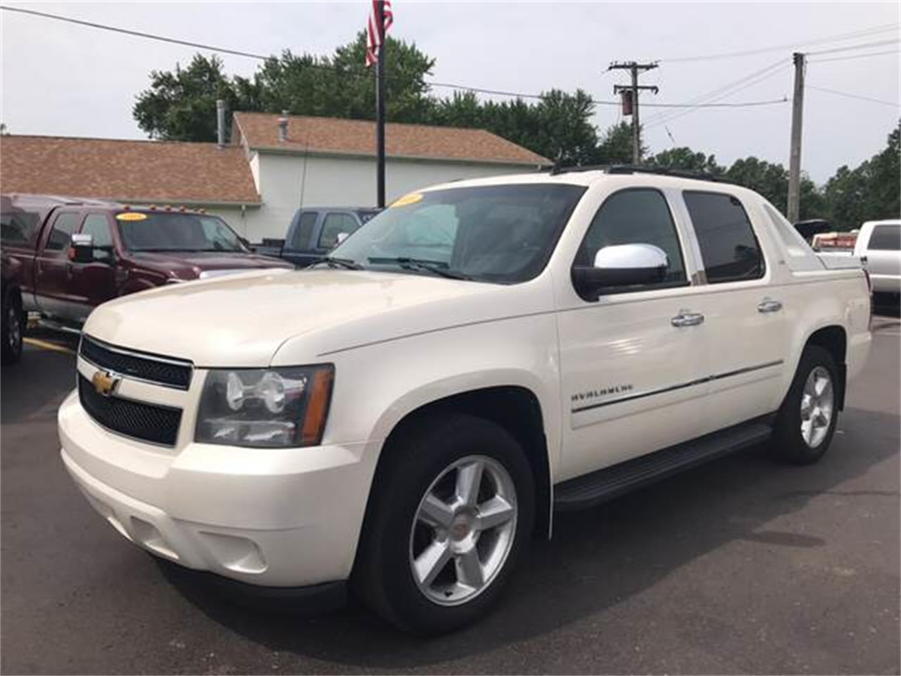 Large Picture of 2010 Chevrolet Avalanche located in Monroe Michigan Offered by A1 Motors, LLC