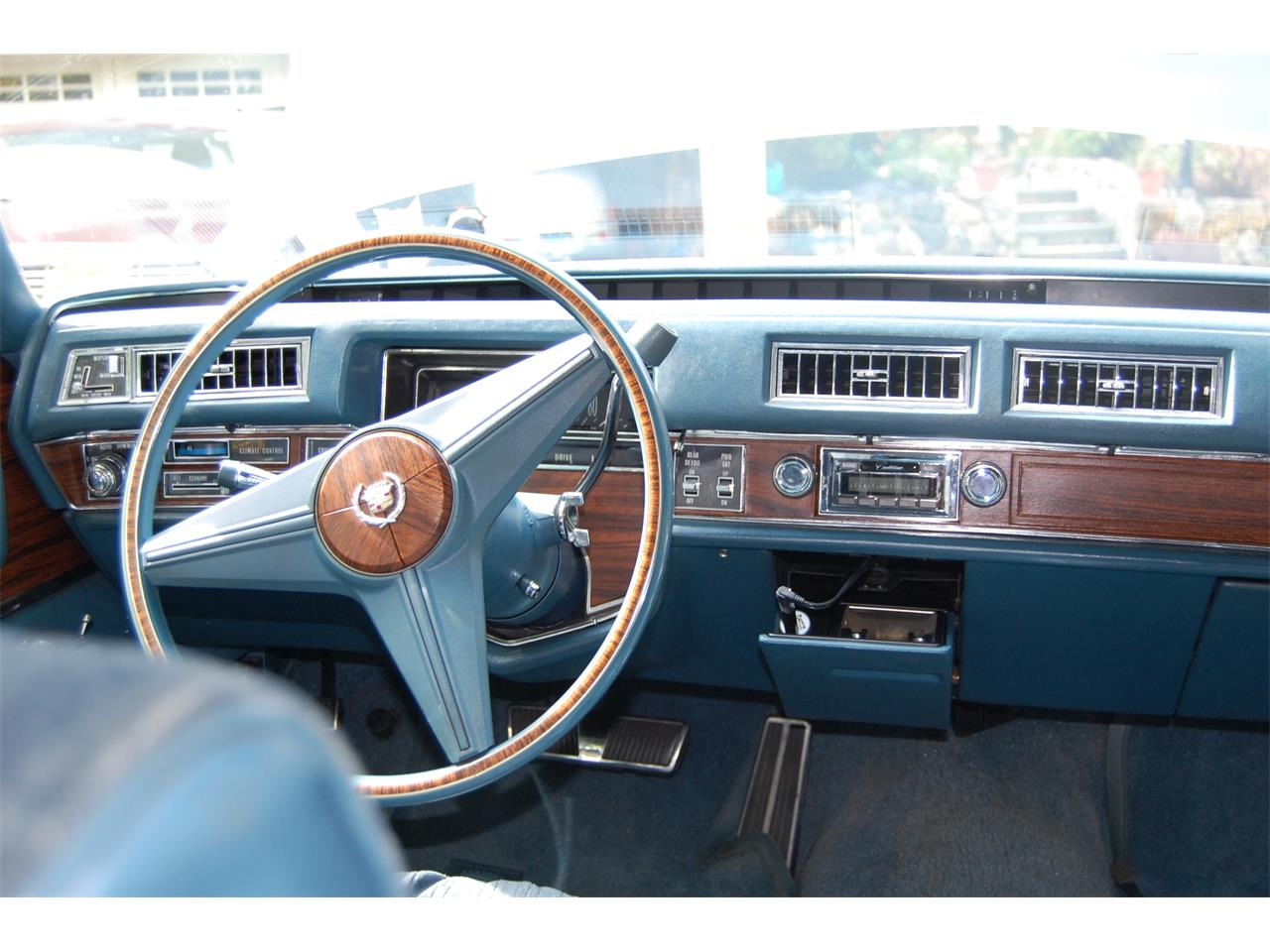 Large Picture of '76 Fleetwood Brougham - LSUJ