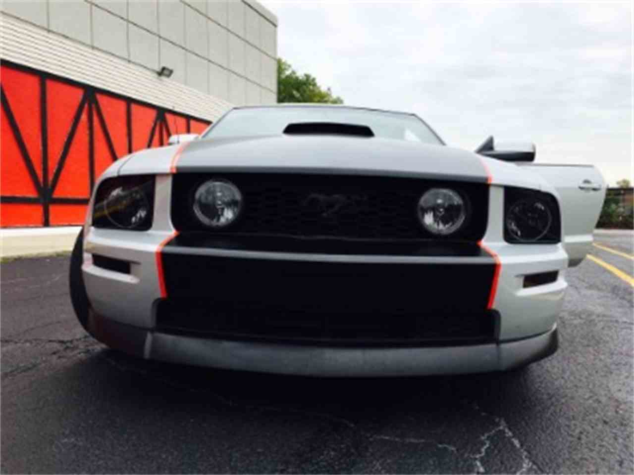 Large Picture of 2006 Ford Mustang located in Illinois - $16,500.00 - LTC8