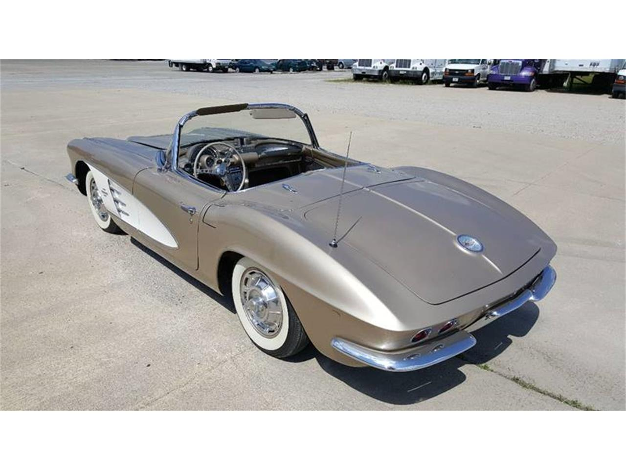 Large Picture of '61 Corvette - LNXT