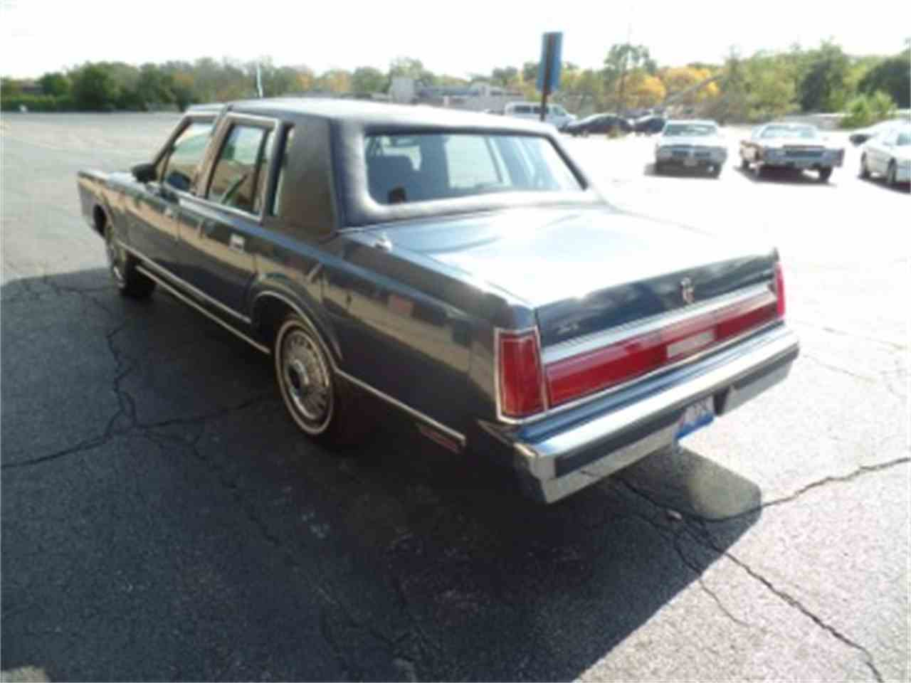 Large Picture of '87 Town Car located in Mundelein Illinois - $9,995.00 - LTML