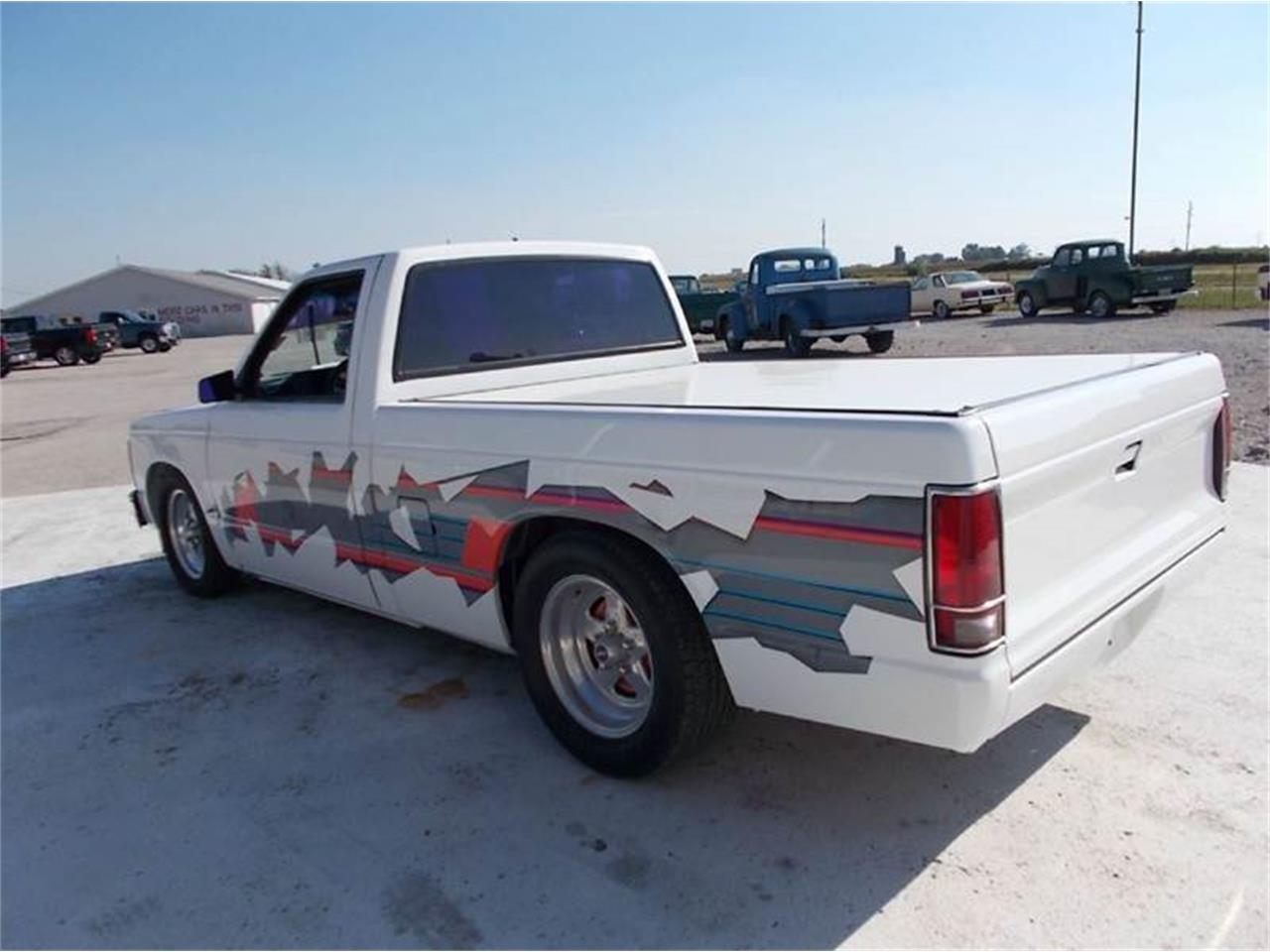 Large Picture of 1992 Chevrolet S10 located in Illinois - LTQU